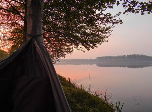 Nacht am See in der Hängematte beim Sonnenaufgang