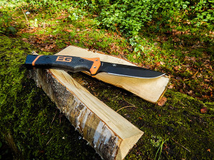 Bear Grylls Ultimate Pro - Batoning 02