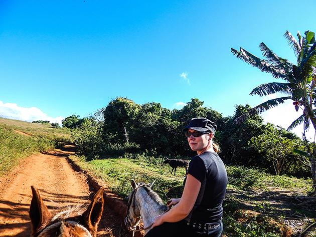 Low Budget Kuba Rundreise Viñales - Janina mit Pferd