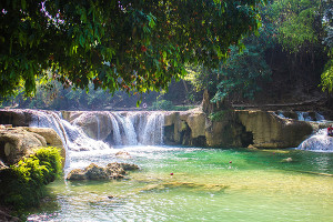 Backpacking Wildnis - Wasserfall in Thailand