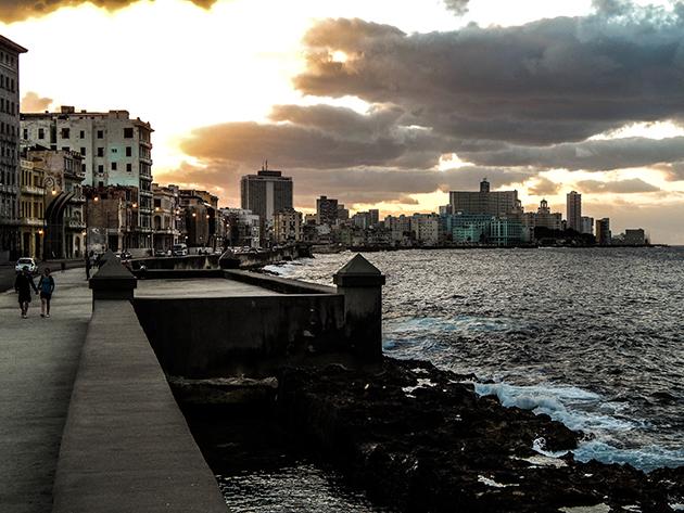 Kuba Rundreise - La Habana Vieja - Sonnenuntergang am Malecón